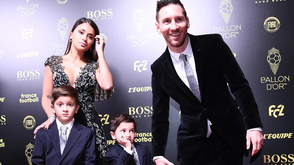 Con trai Messi hả hê khi cha được Quả Bóng Vàng