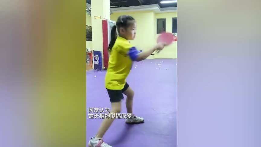 Bé gái 5 tuổi với khả năng chơi bóng bàn thuần thục
