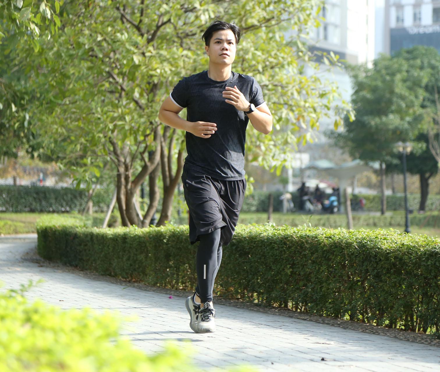 """Nam ca sĩ Đinh Mạnh Ninh: """"Chạy bộ tốt cho giọng hát của tôi"""""""