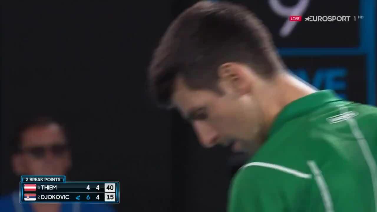 Djokovic bị cảnh cáo vì quá giờ