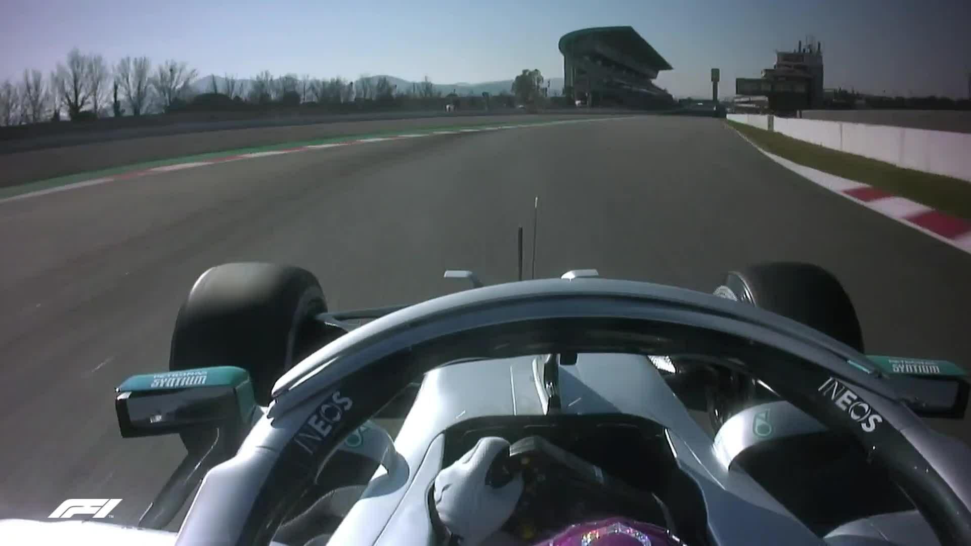 Mercedes thay đổi hệ thống vô lăng