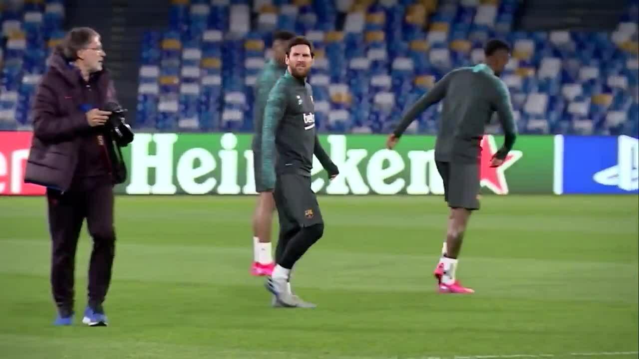 Messi ra tập cùng Barca trên sân Napoli