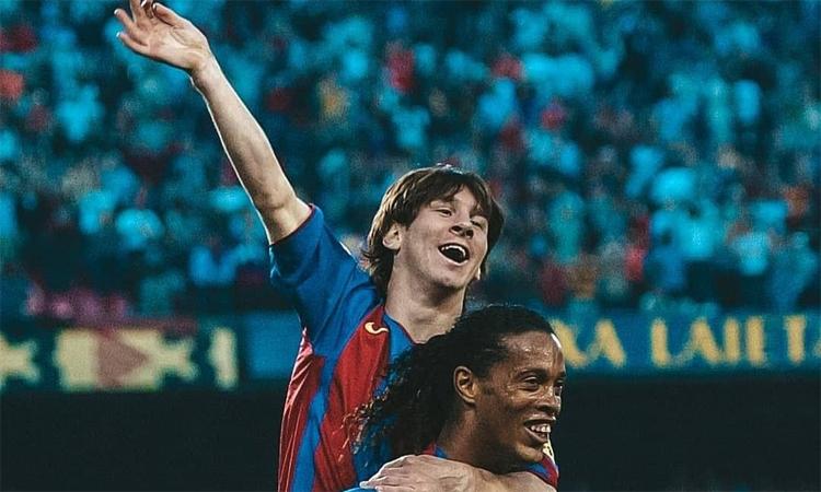 Ronaldinho kiến tạo cho Messi