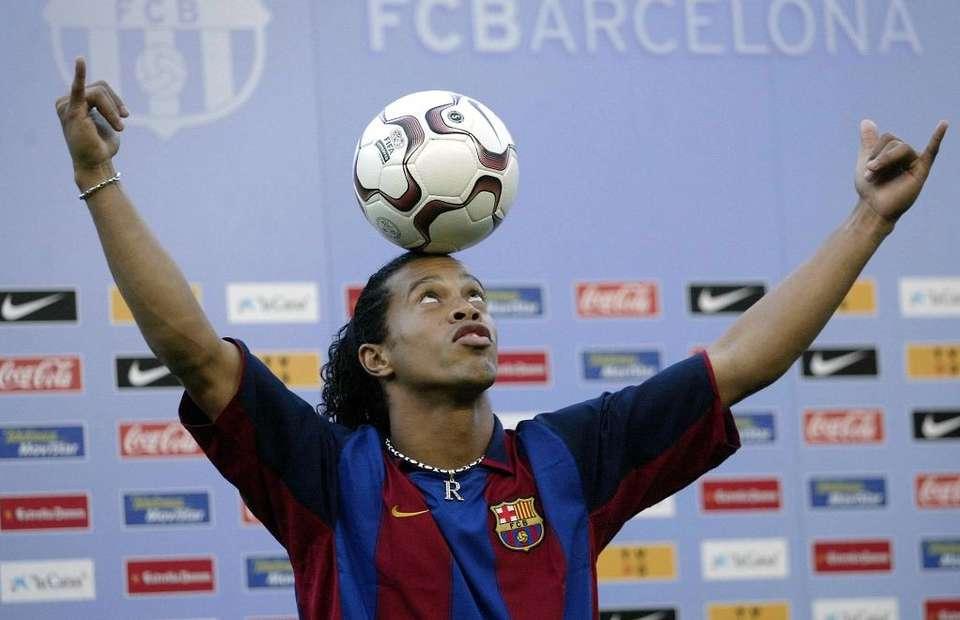 Ronaldinho ra mắt ở Barca