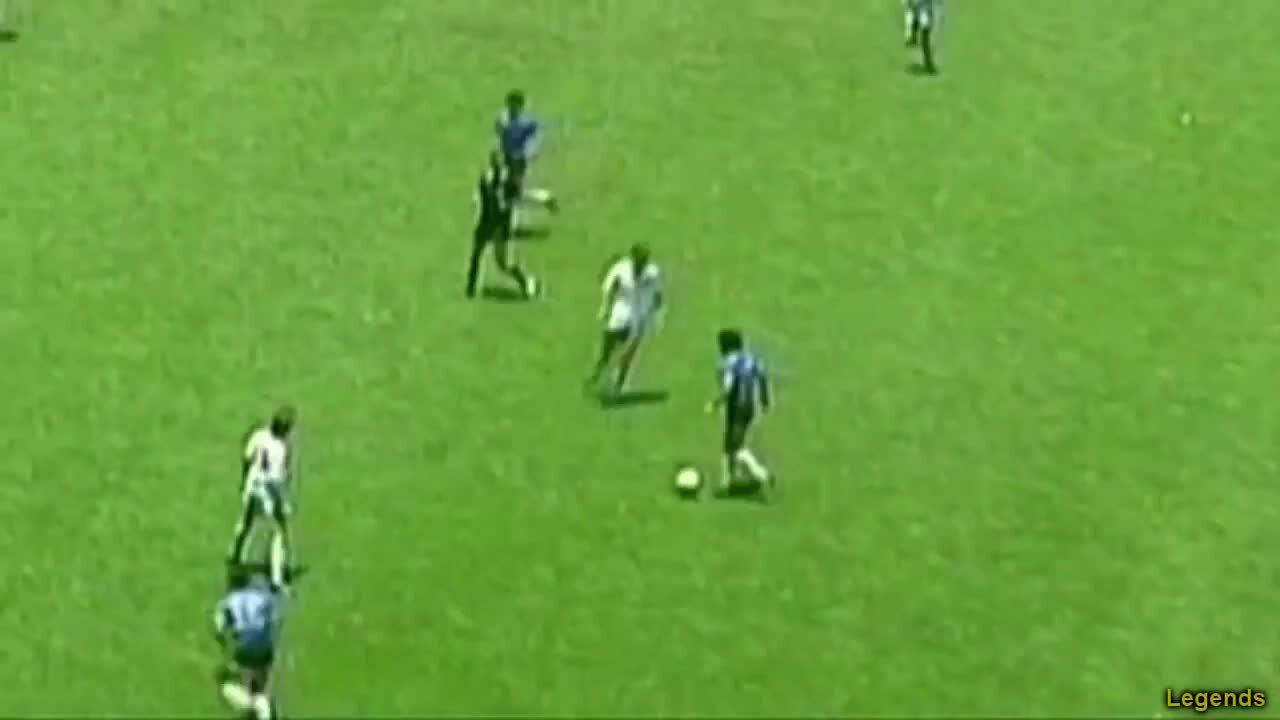 Hai bàn thắng của Maradona trong trận đấu với Anh