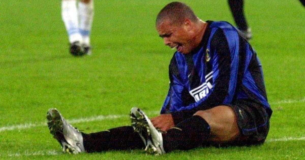 Ronaldo bị đứt gân đầu gối ngày 12/4/2000