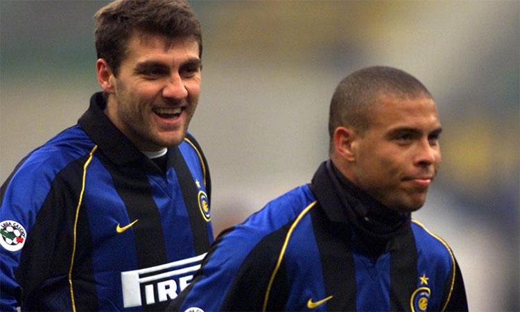 Vòng 6 Serie A 2001-2002: Vieri và Ronaldo giúp Inter hạ Verona 3-0