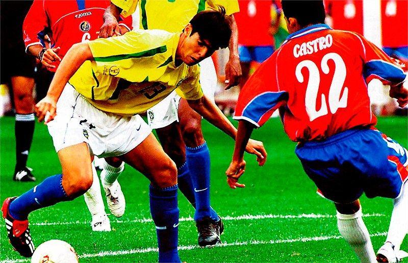 Kaka dự trận Brazil 5-2 Costa Rica ở World Cup 2002