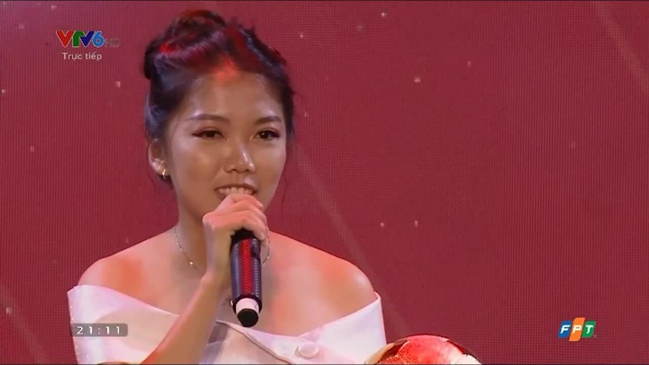 Huỳnh Như giành Quả Bóng Vàng nữ