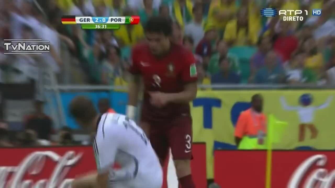 Pepe dính thẻ đỏ ở World Cup 2014