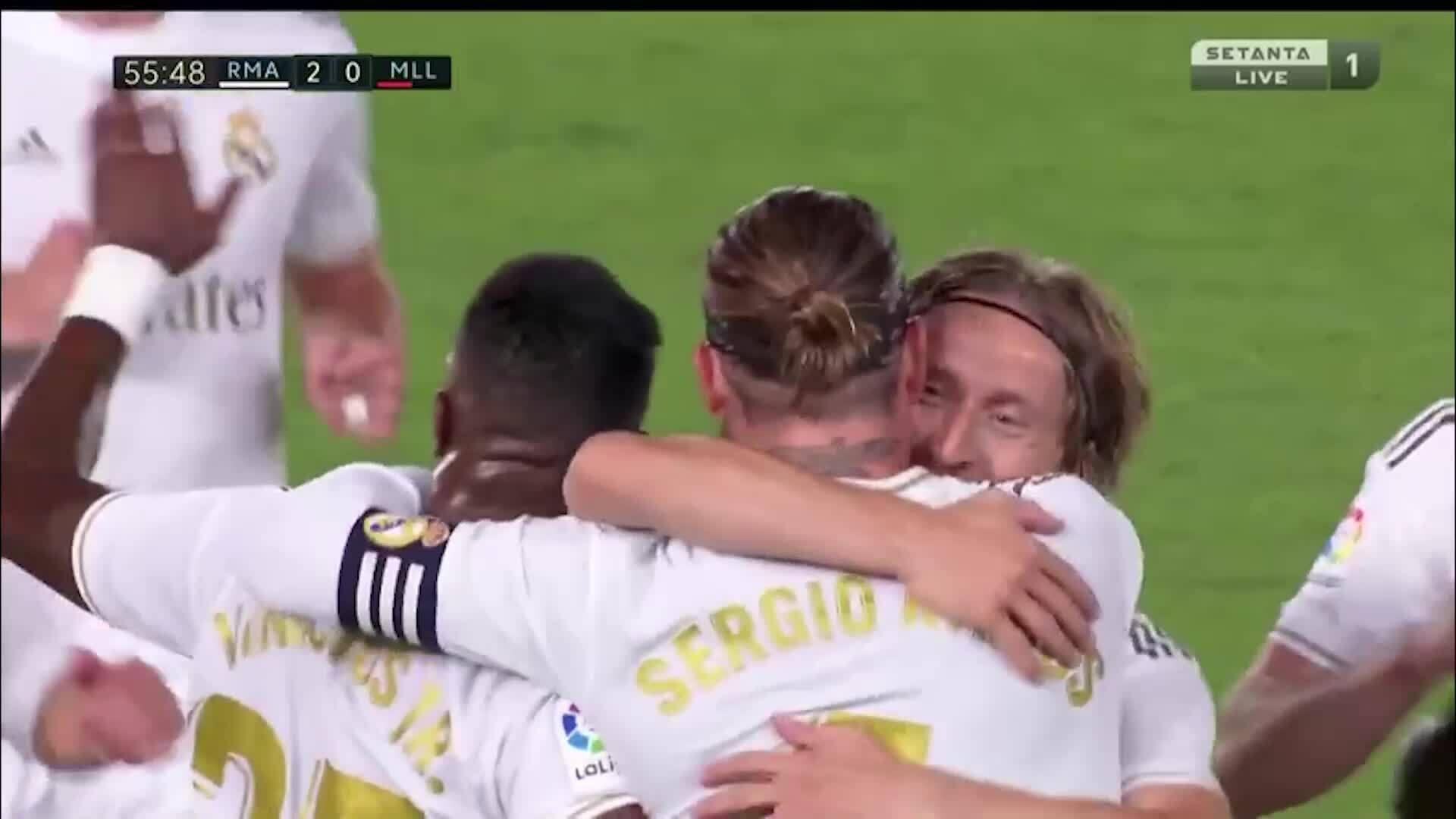 Cú đá phạt thành bàn của Ramos