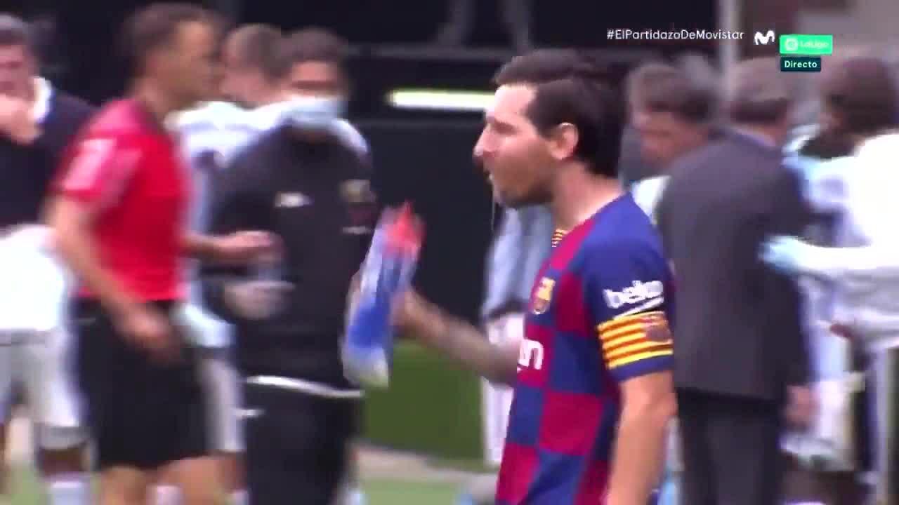 Messi phớt lờ chỉ dẫn của HLV phó Barca