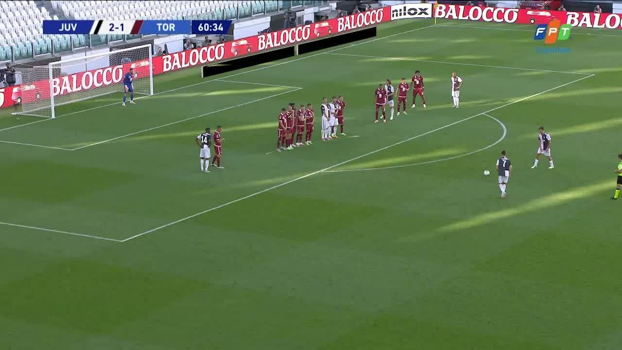 Ronaldo đá phạt thành bàn vào lưới Torino