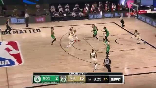 Bucks thắng Celtics nhờ pha bóng gây tranh cãi