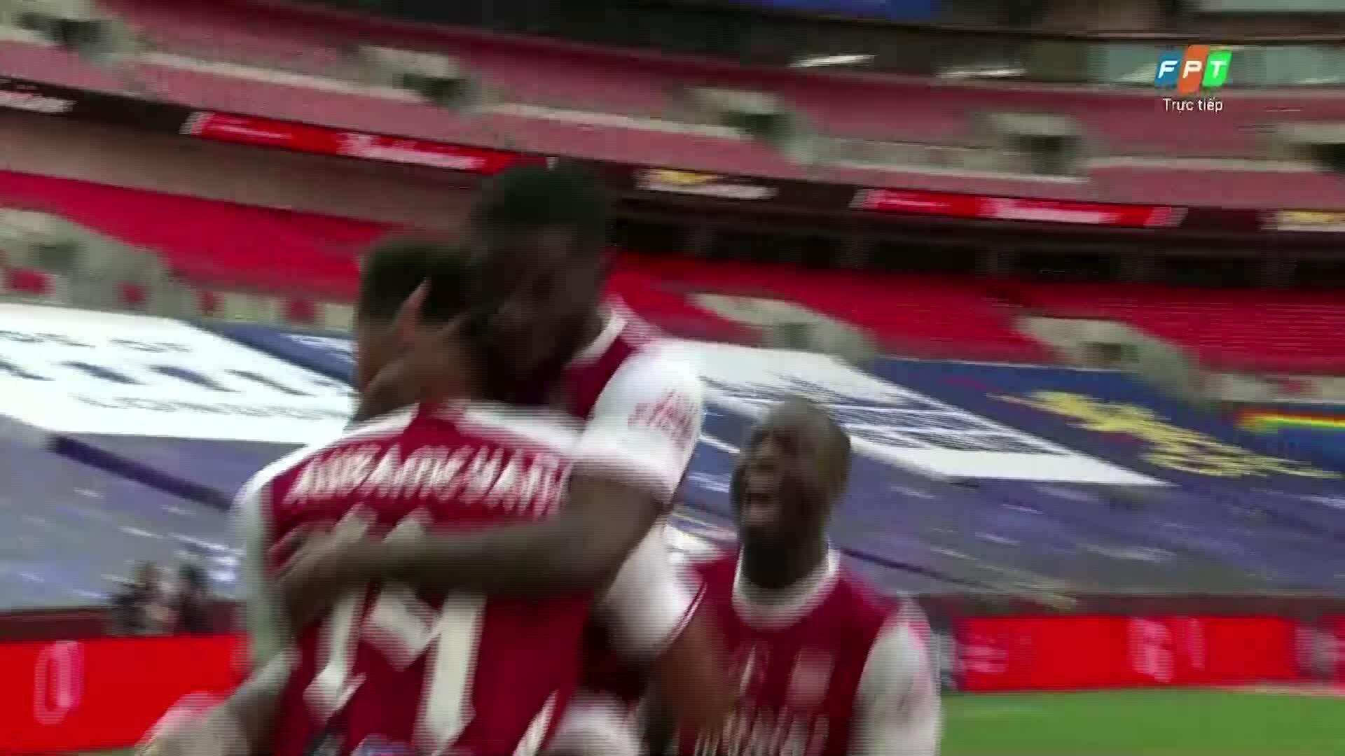 Arsenal dẫn ngược 2-1