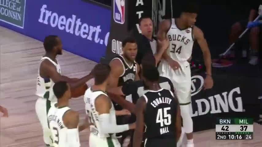 Bucks tạo ra trận cầu nghi vấn nhất lịch sử thống kê NBA
