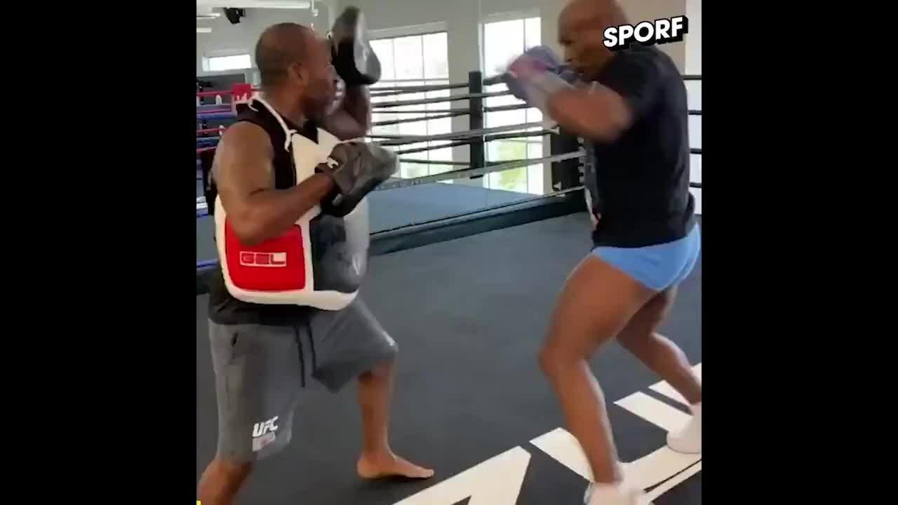 Mike Tyson tích cực tập luyện chờ tái đấu