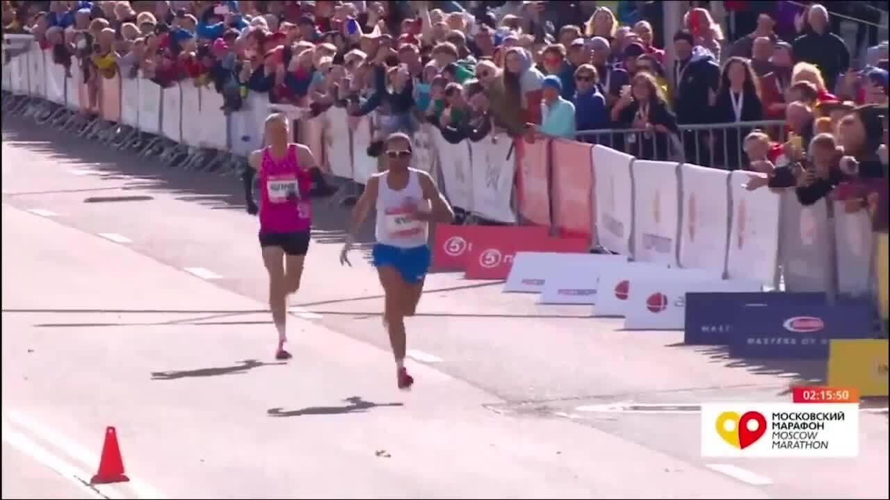 Cử chỉ xấu xí của nhà vô địch Marathon tại Moscow