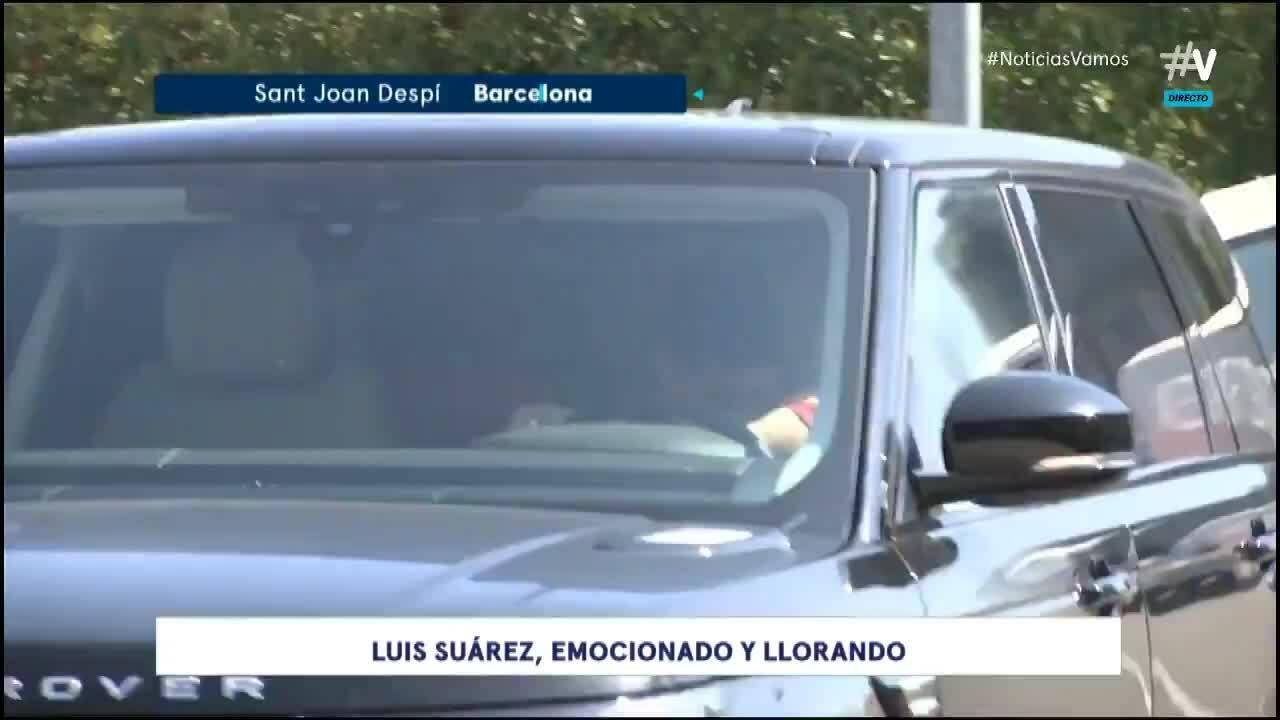 Suarez rơi nước mắt khi rời Barca