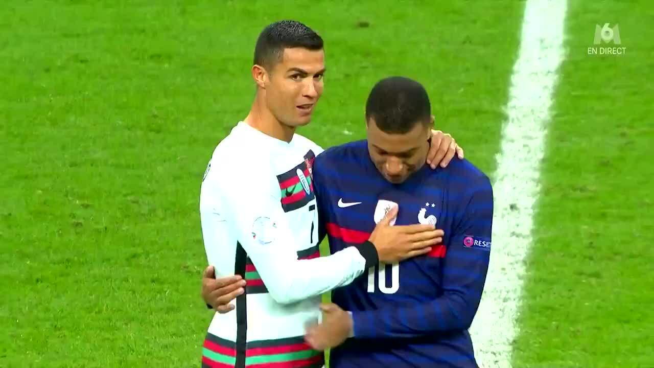 Ronaldo thân thiện với Mbappe