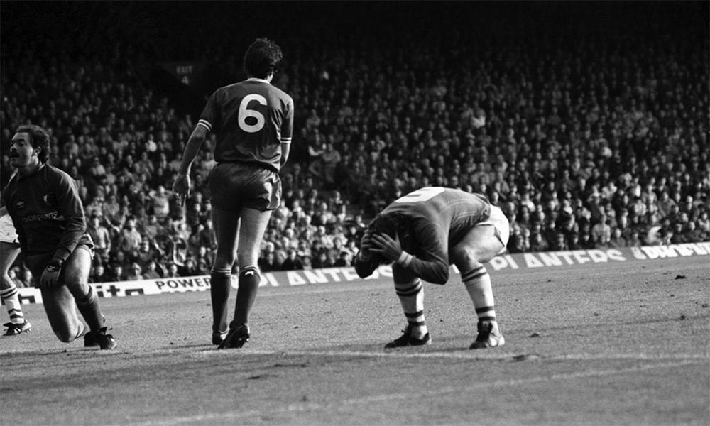 Graeme Sharp giúp Everton hạ Liverpool năm 1984