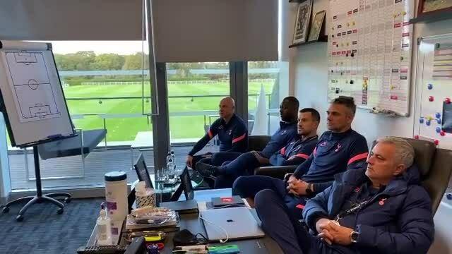 Mourinho cùng các trợ lý xem F1 chặng Bồ Đào Nha