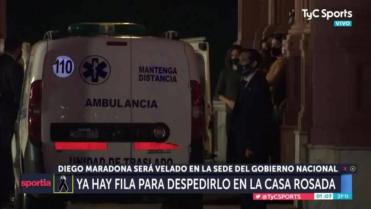Maradona được đưa đến nơi cử hành tang lễ