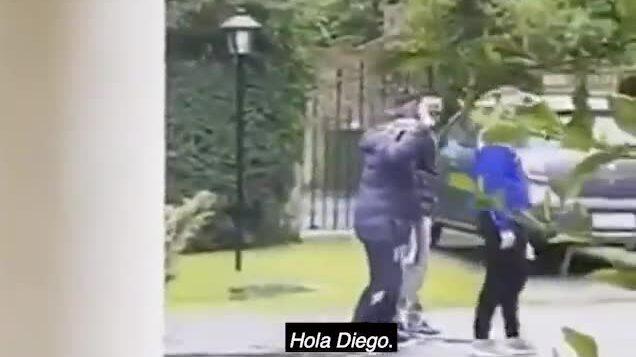 Maradona đi bộ chào hàng xóm ít ngày trước khi qua đời