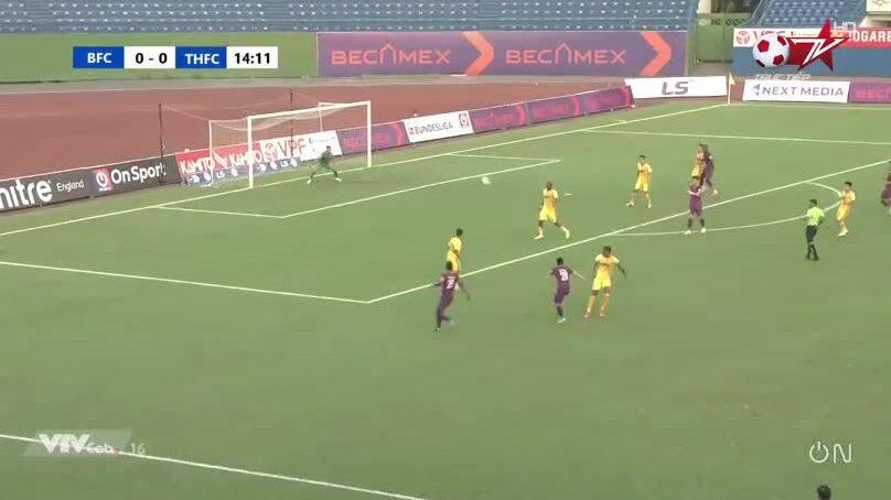 Tô Văn Vũ ghi tuyệt phẩm 25 mét ở V-League