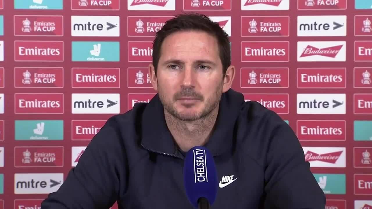 Lampard đấu khẩu phóng viên
