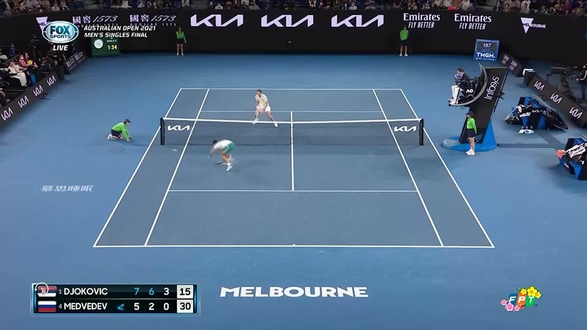 Djokovic dẫn 7-5, 6-2, 5-2