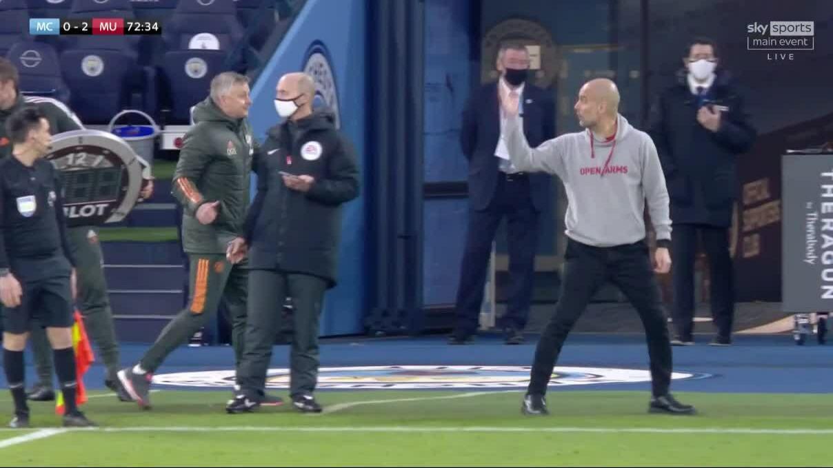 Trọng tài mặc kệ Guardiola tranh cãi Solskjaer