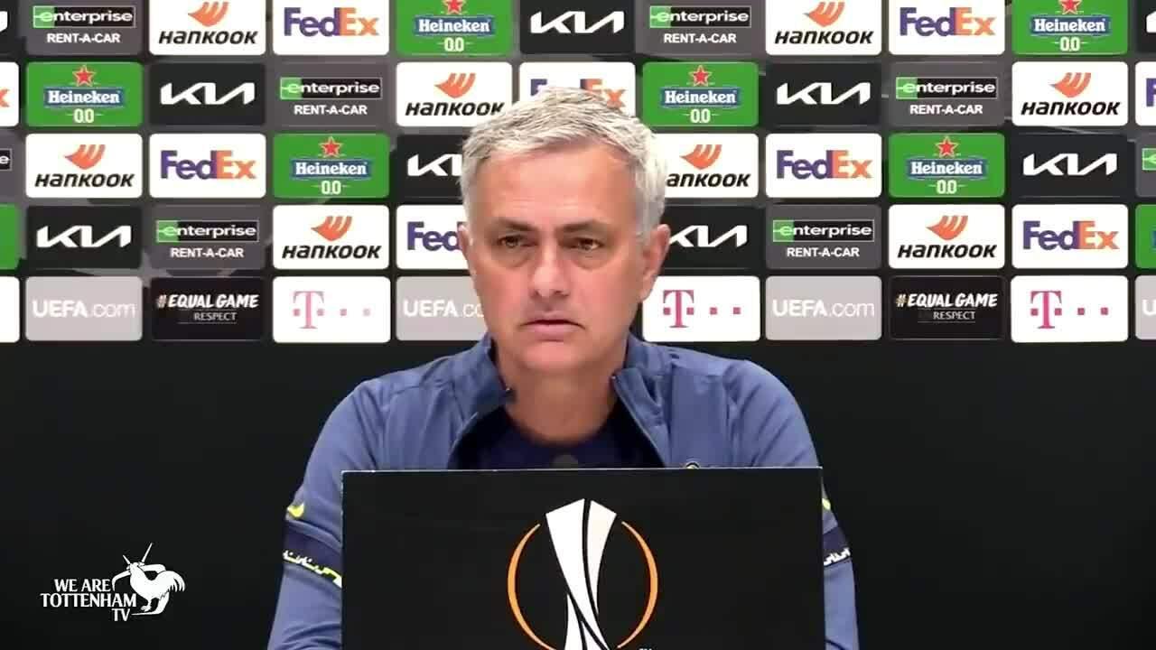 Mourinho khen trọng tài sau khi chê