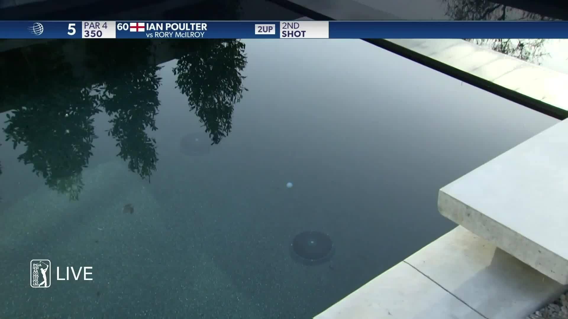 McIlroy đánh bóng xuống bể bơi