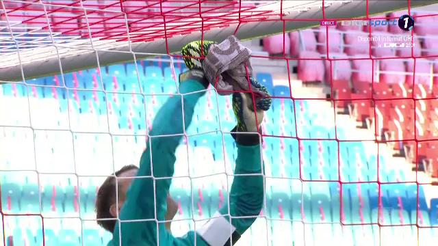 นอยเออร์ติดตาข่ายก่อนการแข่งขัน RB Leipzig - บาเยิร์น