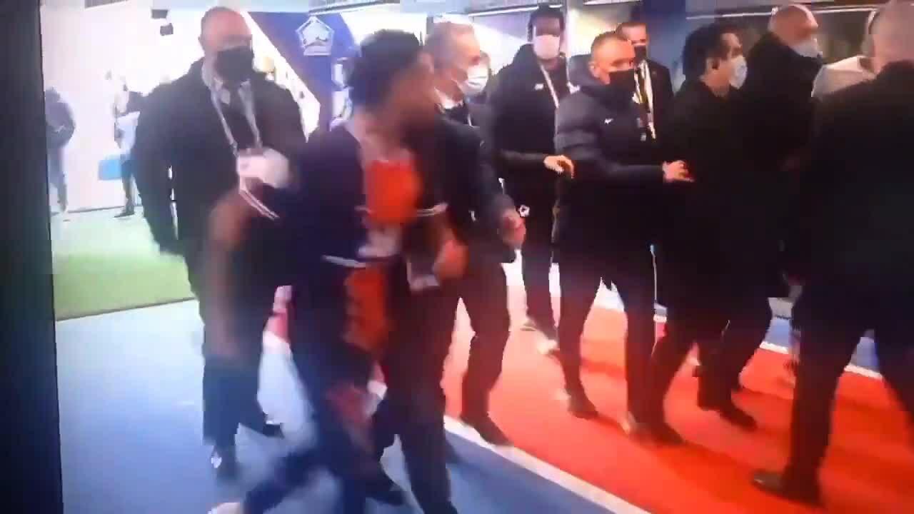 Neymar đòi đánh nhau với Djalo trong đường hầm