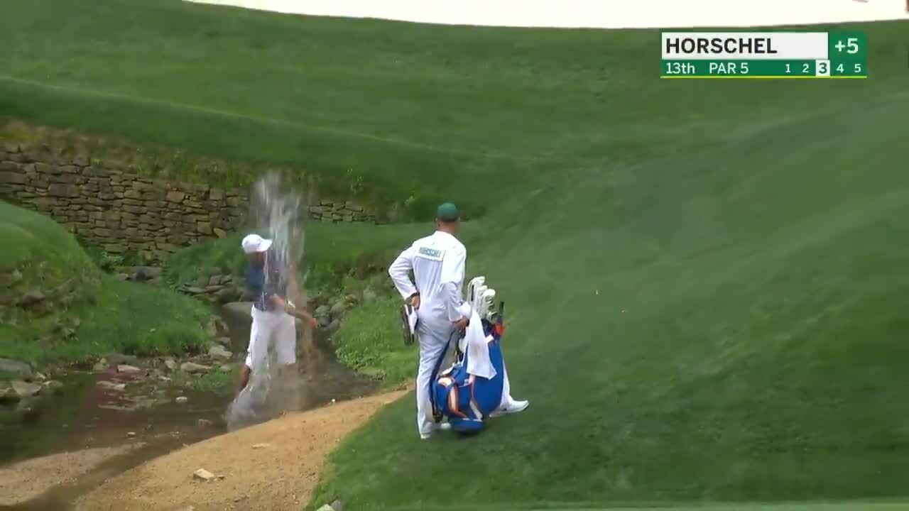 Billy Horschel menyelamatkan bola dari sungai ke lapangan hijau
