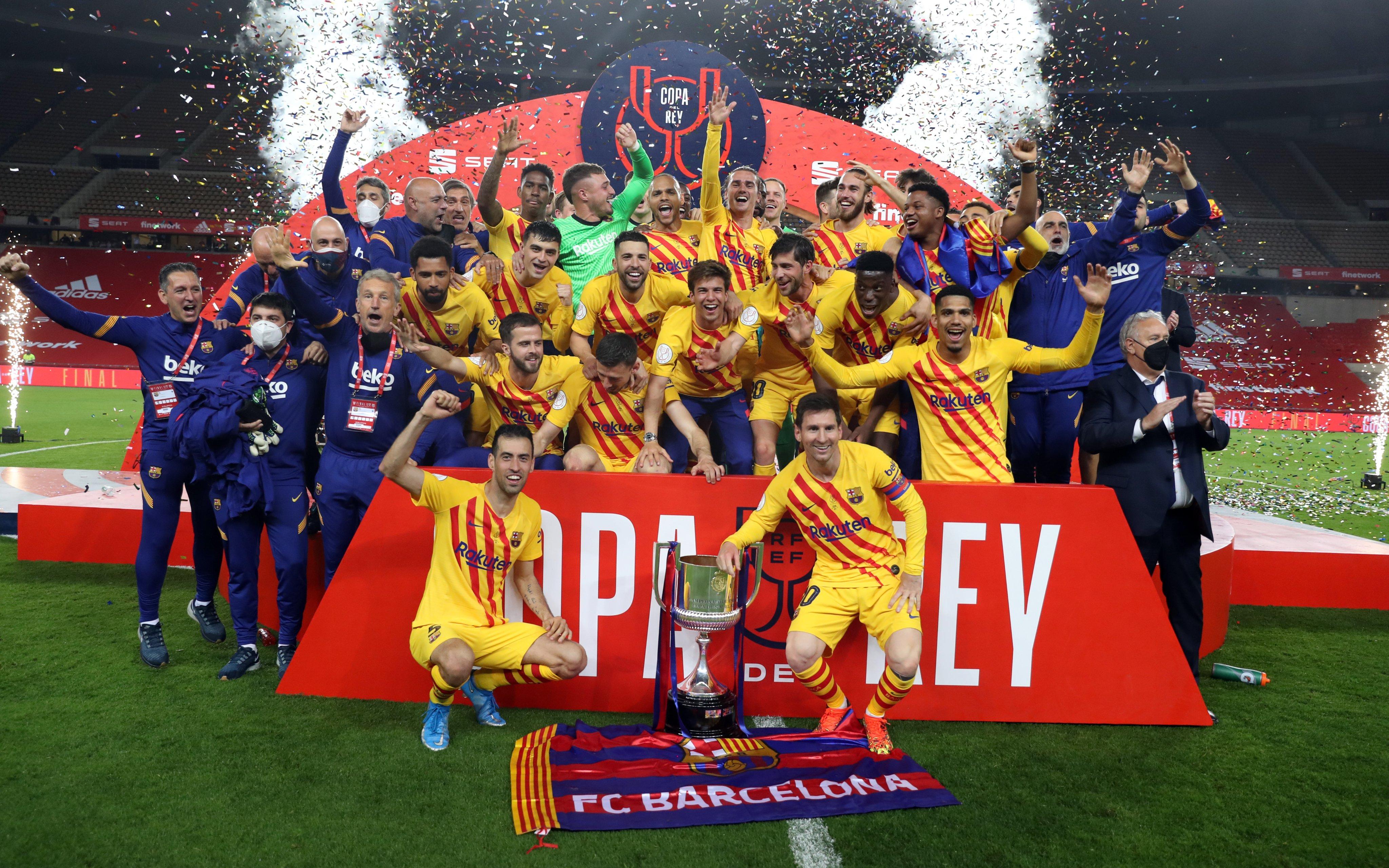 Messi nâng Cup Nhà Vua 2021