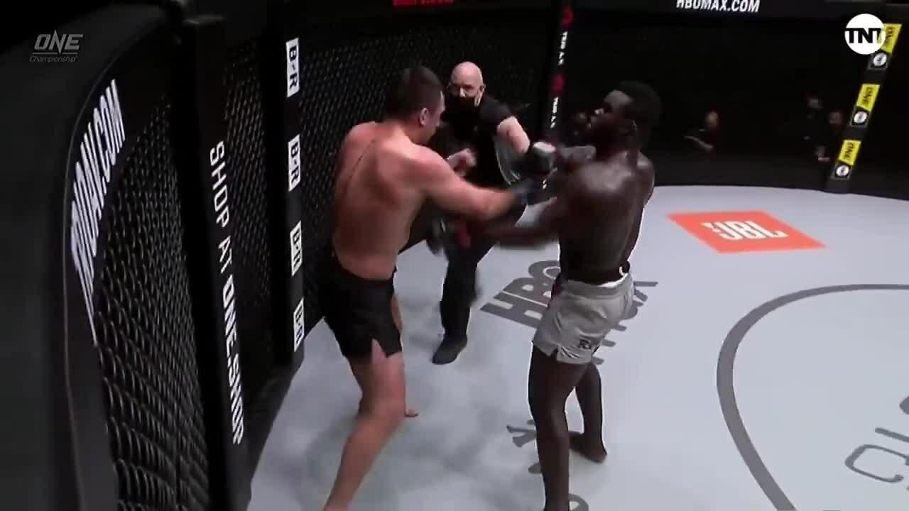Grishenko hạ knock-out Oumar Kane
