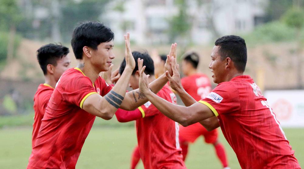 Latihan tim Vietnam pada sore hari tanggal 16 Mei