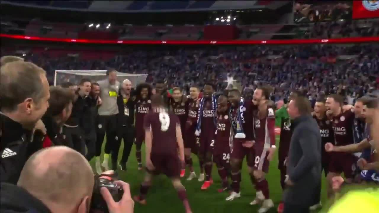 Vardy menyusul perayaan Piala FA Leicester