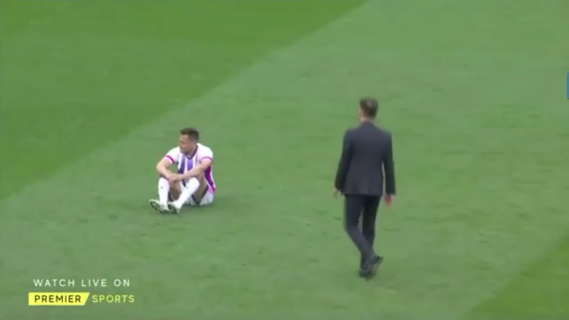 Simeone mendorong para pemain Valladolid