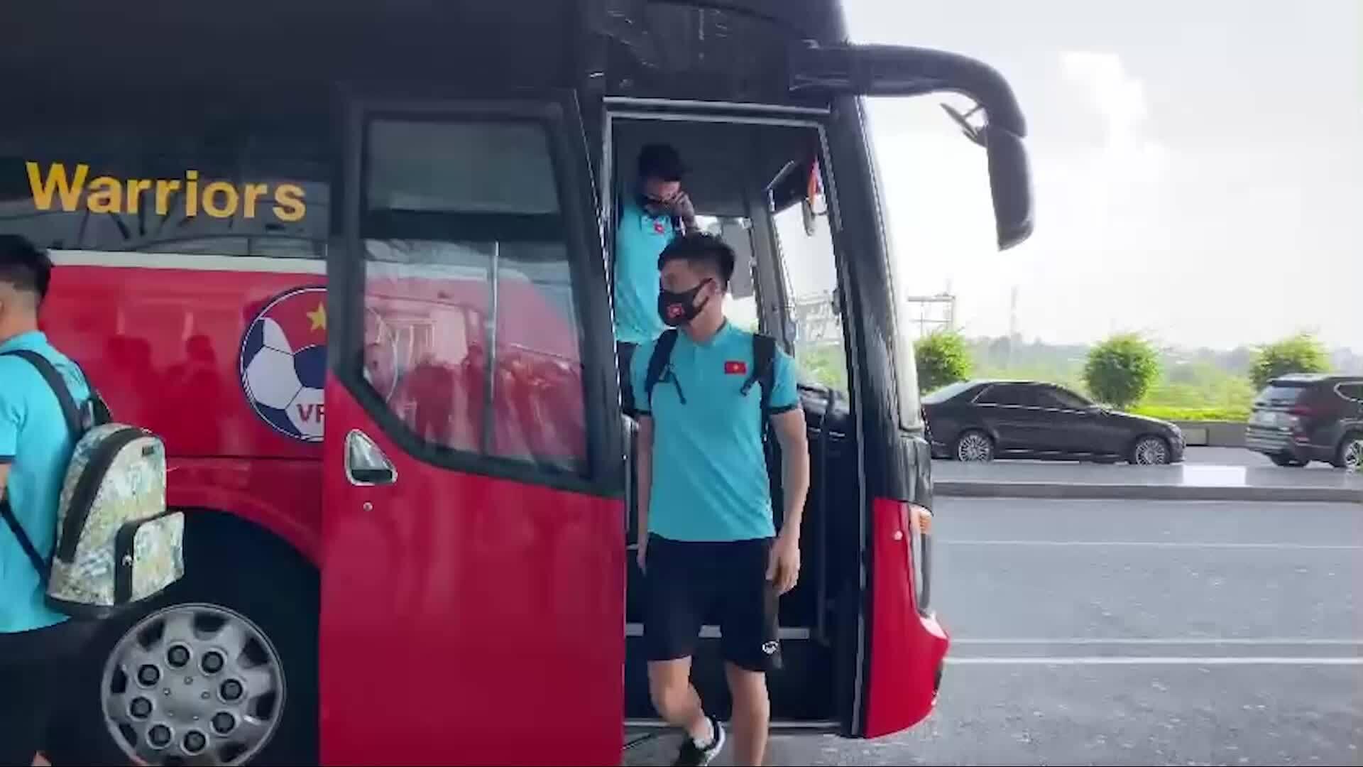 Đội tuyển Việt Nam lên đường đi UAE