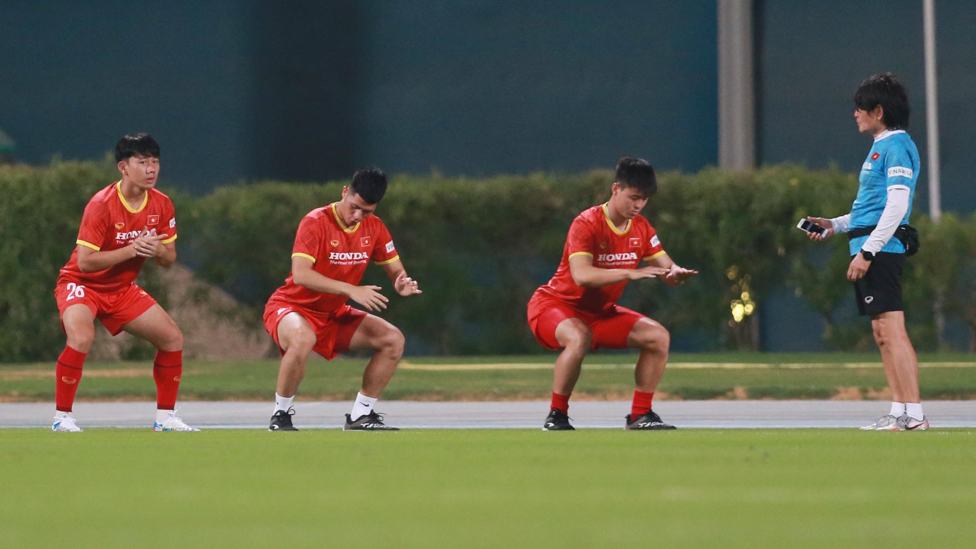 Ba tuyển thủ Việt Nam phải tập riêng