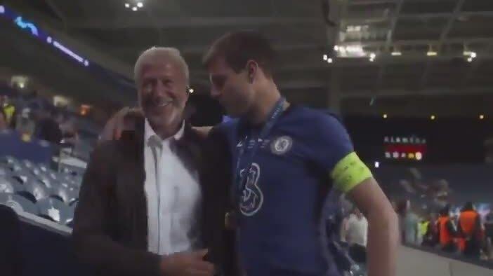 Abramovich chúc mừng cầu thủ Chelsea