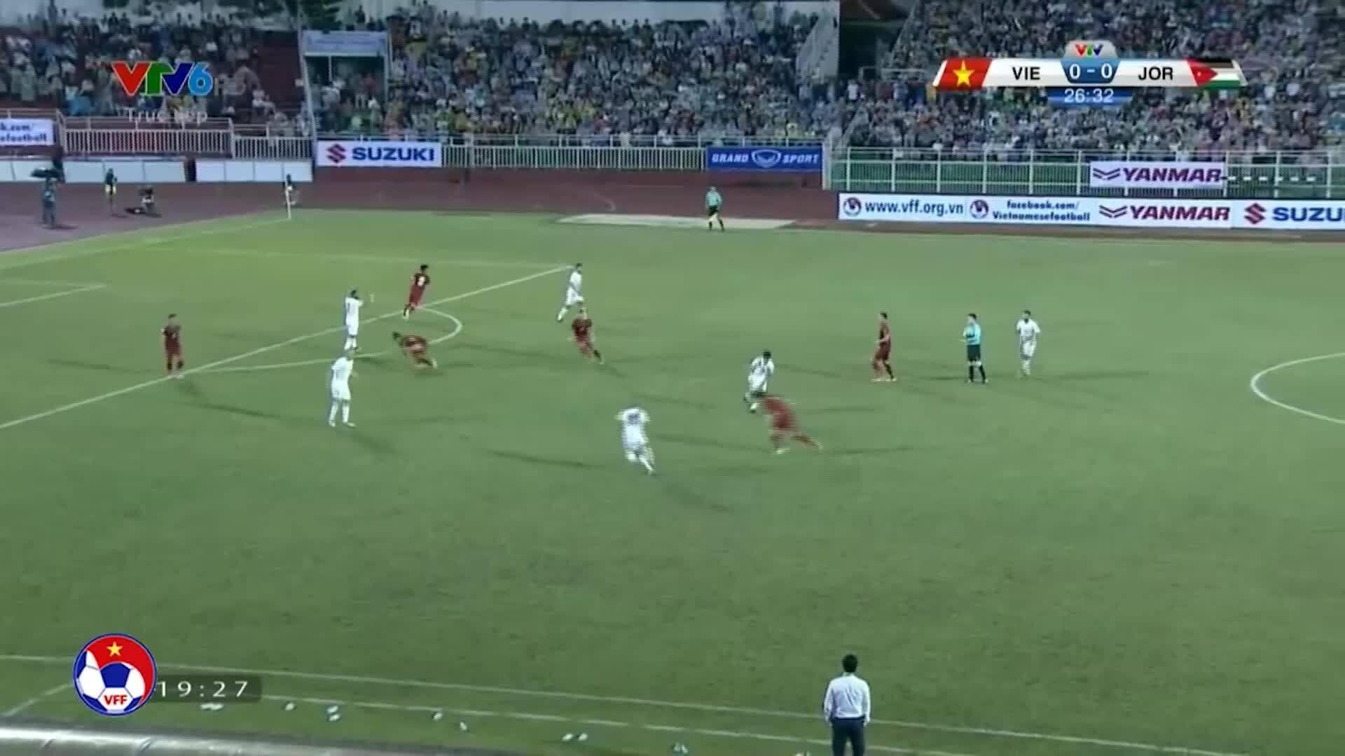 Văn Lâm ba lần cứu thua trước Jordan tại vòng loại Asian Cup