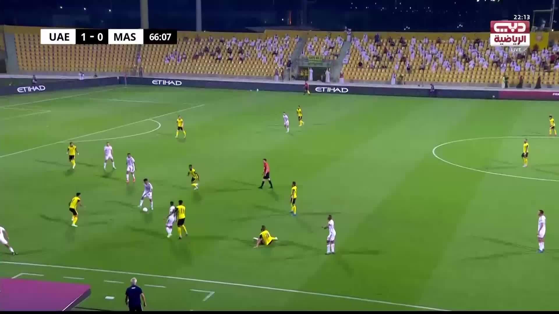 Thủ môn Malaysia cứu thua