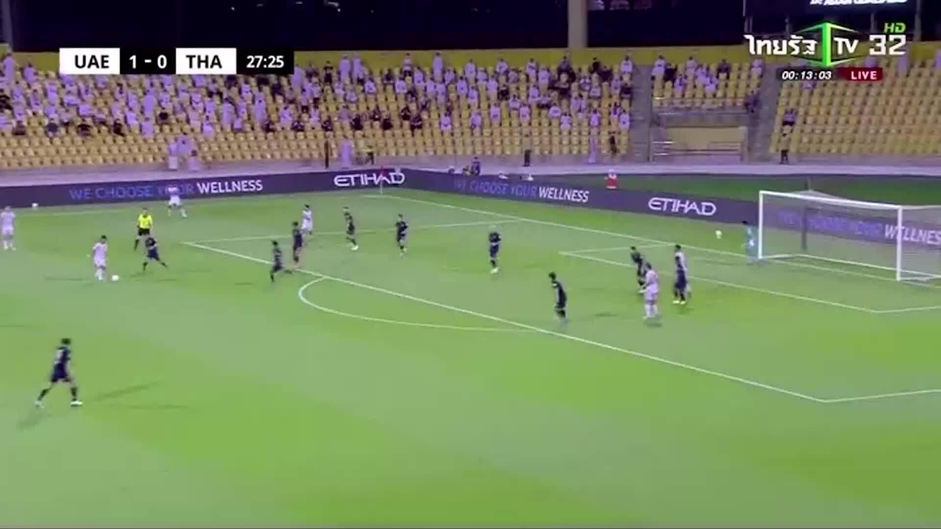 Fabio de Lima menanganinya dengan terampil