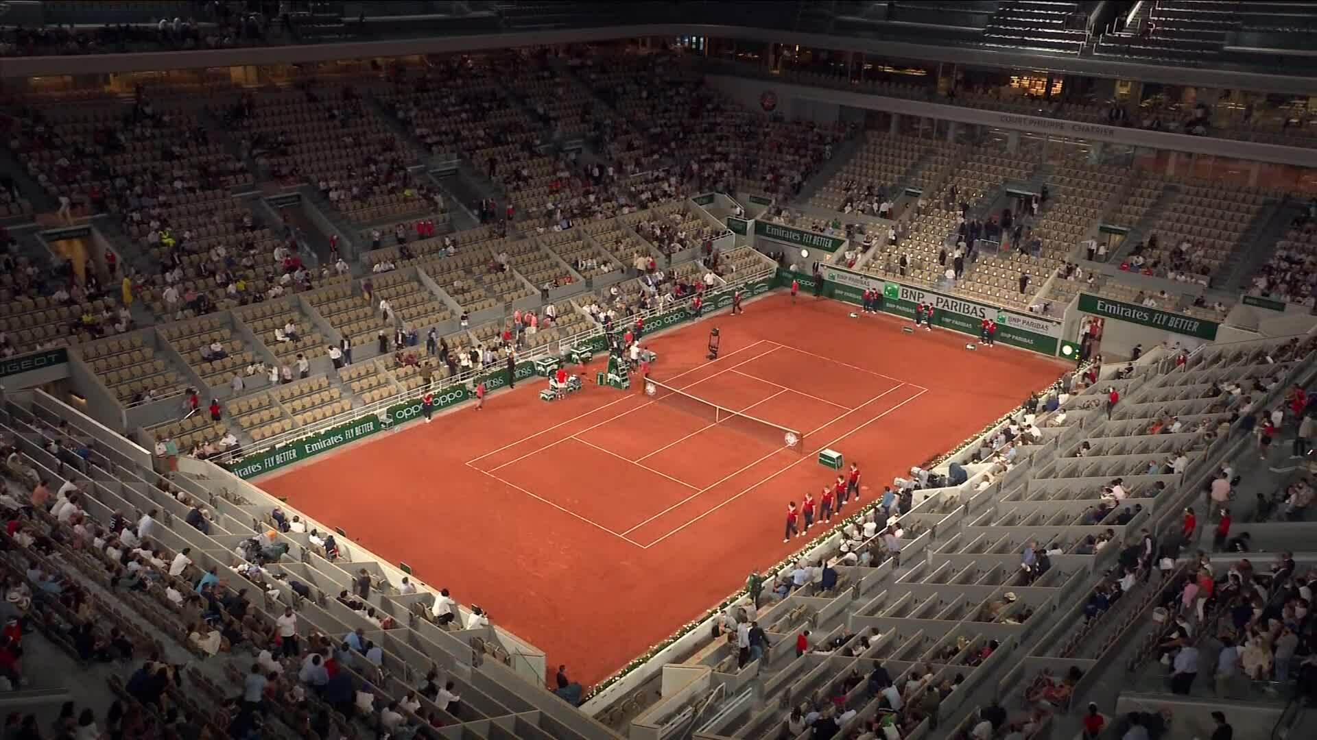 Djokovic và Berrettini rời sân bất chấp lệnh giới nghiêm