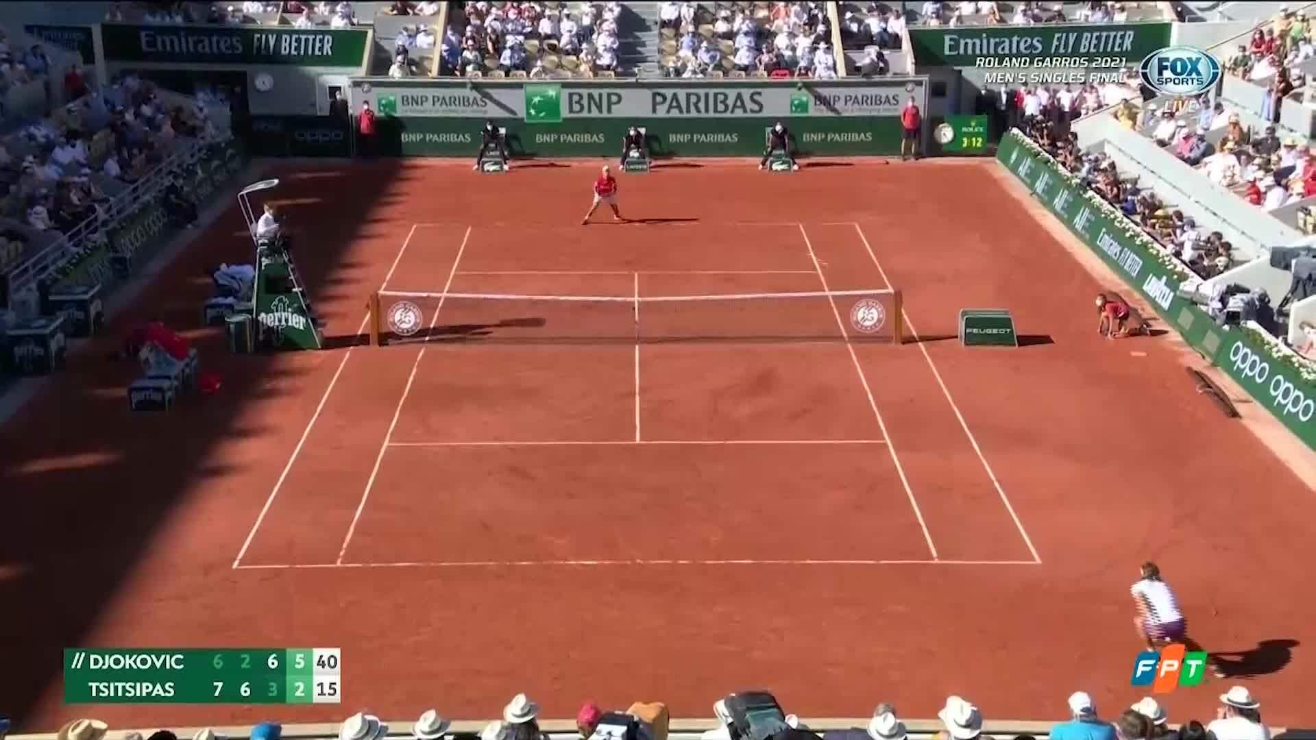 Djokovic thắng set bốn 6-2